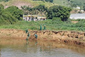 Limpeza do Rio Manhuaçu continua sendo realizada