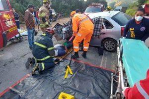 Bombeiros atendem duas ocorrências de acidente na BR 116 com dois feridos