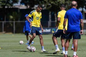 Adriano treina normalmente pelo Cruzeiro