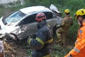 Manhuaçu: Homem morre após capotamento de carro na BR 262