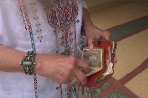 Homem encontra e devolve carteira perdida há 46 anos