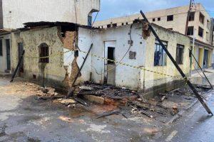 Põe fogo em casa abandonada para espantar invasores e acaba preso