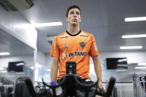 Nacho e Zaracho voltam aos treinos no Atlético