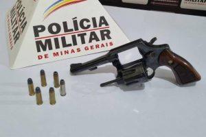 Drogas e arma apreendida pela PM