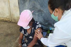 Manhuaçu vacina pessoas em situação de rua contra a Covid-19
