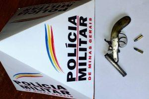 PM apreende armas, drogas e moto na região de Manhuaçu