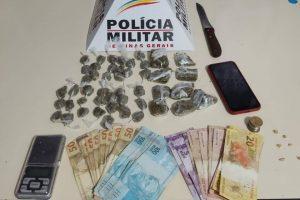 PM apreende drogas, cerca de 1100 reais e prende autores
