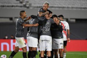 Atlético vence e abre vantagem na Libertadores