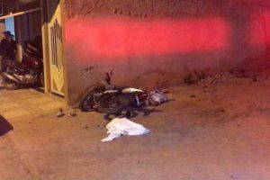 Jovem morre após bater motocicleta em parede