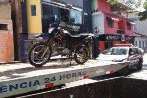 Moto e celular furtados recuperados; Foragido preso pela PM