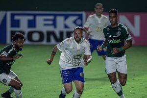 Cruzeiro sai na frente e sofre empate do Goiás