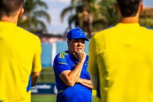 Vanderlei Luxemburgo comanda treino do Cruzeiro. Vem aí o CSA