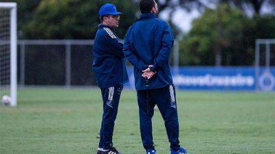 Elenco do Cruzeiro treina pensando no Avaí