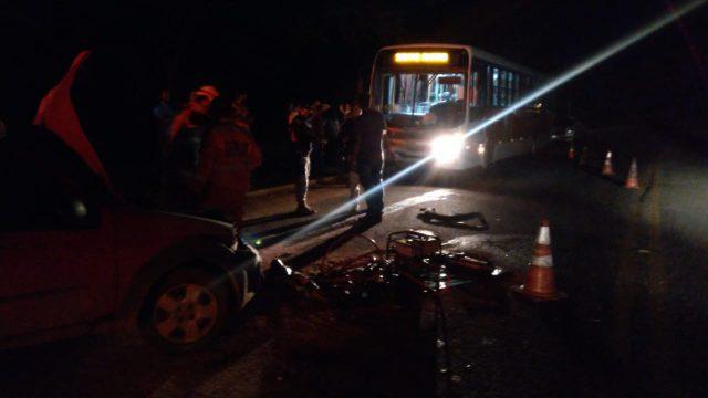 Picape bate em ônibus na Vila Boa Esperança